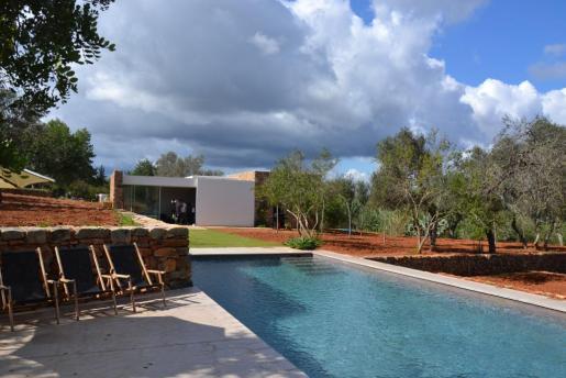Amelia Molina recibió cuatro galardones en la pasada edición de los Premios de Arquitectura de Eivissa y Formentera por la rehabilitación de Can Bassó, arriba en la imagen .