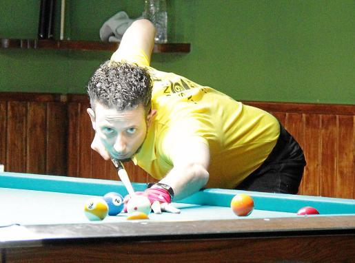 Manuel Montejo se dispone a atacar en un lance de las semifinales.