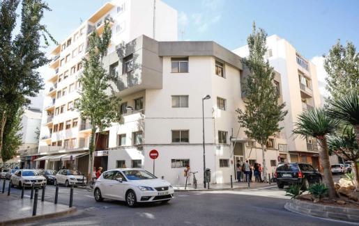 Imagen de archivo del antiguo retén de la Policía Local en la calle Vicent Serra donde se construirá el futuro albergue.