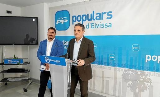 Santi Marí y José Vicente Marí Bosó, ayer, en rueda de prensa.