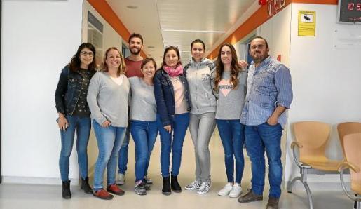 De izquierda a derecha, dra. Elena Costa, Margalida Vicens (Manacor), Dr. Fran Bas, Silvia Espasa, Maria Jose Gutierrez (Manacor) Irene Tobaruela, Yolanda Gonzalez, dr. Mario Garcia Lezcano.