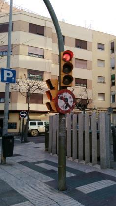 EPIC denuncia el estado de abandono de las señales de tráfico en la ciudad de Ibiza.