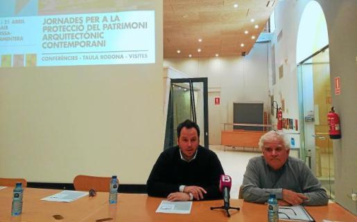 Iván Torres y Salvador Roig presentaron ayer las primeras jornadas de protección del patrimonio contemporáneo en las oficinas del COAIB.