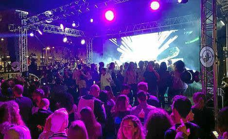 Miles de personas disfrutaron de la fiesta de Ibiza en la Piazza XXIV de Maggio de Milán.
