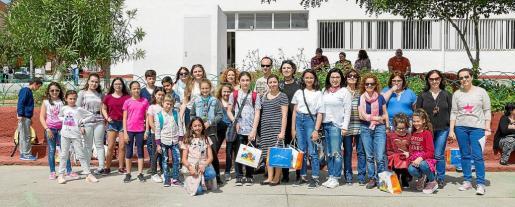 Alumnos y profesores de Erasmus, ayer en el CEIP Puig d'en Valls.