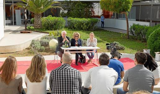 El centro social de Jesús acogió ayer el encuentro entre productores locales y profesionales de la restauración.