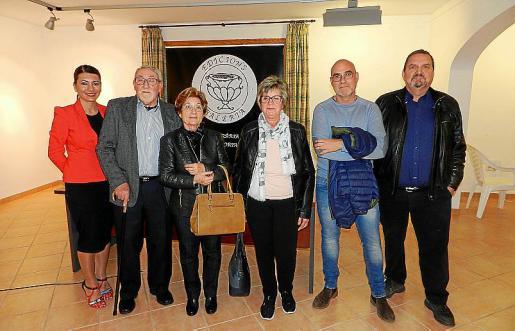 Carme Coll, Rafel Bordoy, Francisca Santandreu, Margalida Santandreu, Miquel Bordoy y Guillem Rosselló.