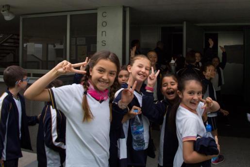 Tanto los profesores como los niños que visitaron el conservatorio pitiuso disfrutaron ayer con la experiencia 'Escoles al conservatori'.