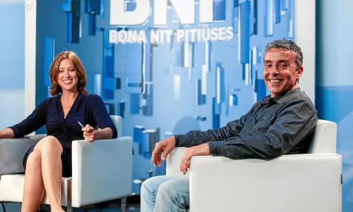 Amàlia Sebastián, presentadora del 'Bona nit Pitiuses', junto a Gianandrea di Terlizzi, coordinador de Movilidad del Consell d'Eivissa.