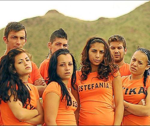 Son jóvenes con conductas agresivas, problemas de drogas y de actitud.