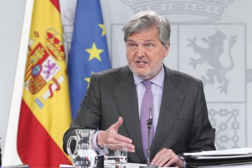 El portavoz del Gobierno, Íñigo Méndez de Vigo, durante la rueda de prensa tras el Consejo de Ministros.