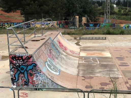 """El PSOE de Santa Eulària dice que las pistas de 'skate' están """"hechas polvo"""" y """"abandonadas"""""""