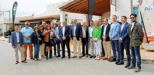Distintas autoridades del Govern, Consell d'Eivissa y Ayuntamiento de Santa Eulària en la inauguración de la feria.