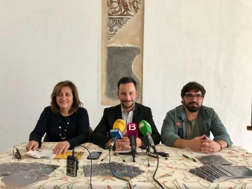 De izquierda a derecha la consellera balear Fanny Tur, el alcalde de Ibiza, Rafa Ruiz, y el concejal de Fiestas, Agustín Perea.