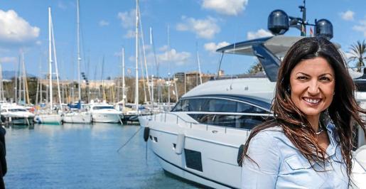 La emprendedora Lola Busto en uno de los pantalanes de embarcaciones recreativas del puerto de Palma.