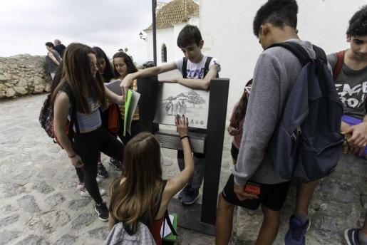 Los alumnos trabajaron conjuntamente en una actividad desarrollada también para fomentar el catalán.