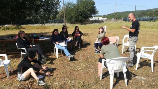 El seminario de Mangini se impartió a campo abierto durante cinco días con el objetivo de extender el vínculo hombre-perro.