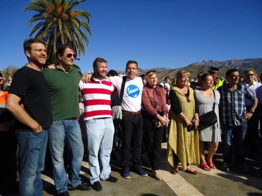 Fotografía de grupo de los actores de la mítica serie 'Verano azul'.