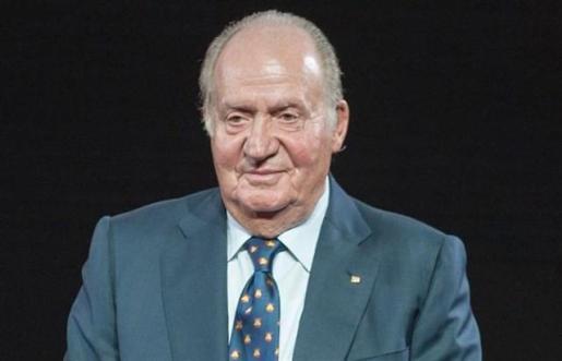 El Rey Juan Carlos encargó a Aznar en 2013 un informe político y jurídico sobre cómo afrontar la abdicación