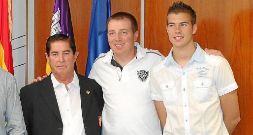 Pepe Sánchez, a la izquierda, durante la presentación de uno de sus torneos.