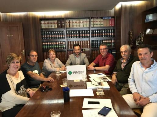 Reunión de ayer en la que se decidió la ubicación del mercado provisional.