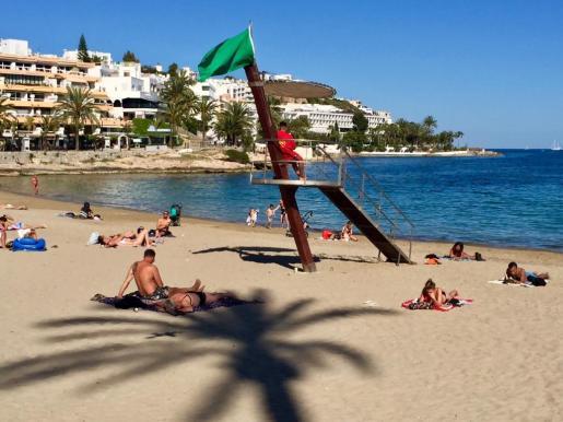 Comienza el servicio de socorrismo en las tres playas de Vila.