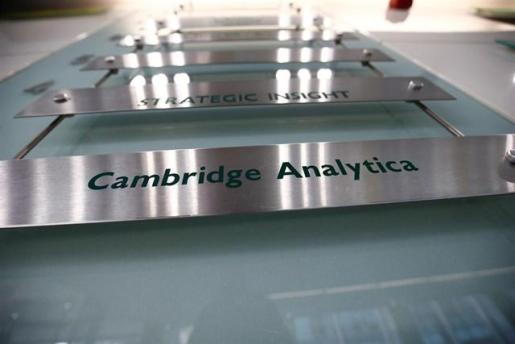 EEUU abre una investigación contra Cambridge Analytica tras el escándalo de filtración de datos de Facebook.