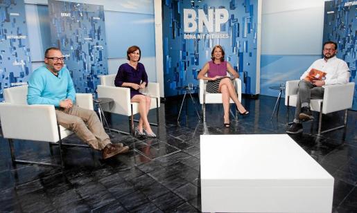 Paco S. Pérez, Sonia Escribano y Carlos Muñoz, portavoz de Alternativa Sindical de Policía ayer, en el plató del Bona Nit Pitiüses de la TEF.