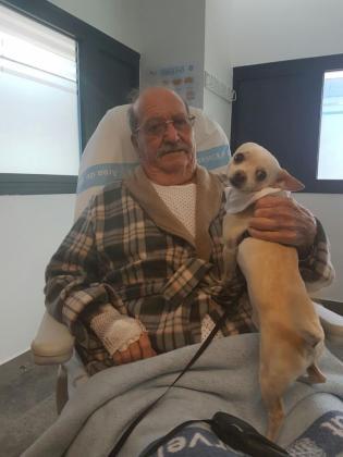 Miguel se reencuentra con su perro Collin gracias al programa Dogspital del hospital Can Misses