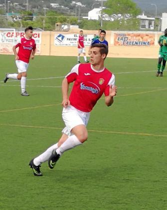 Álex Salvador lanza un desmarque durante un partido de esta temporada.