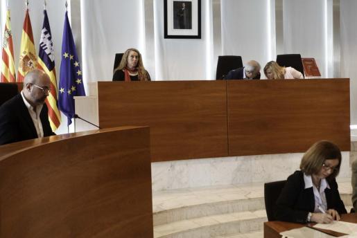 Imagen de archivo de un pleno en el Consell d'Eivissa.