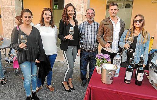 Marina Palmer, Xisca Armero, Natalia Campoy, Luis Armero, Paco López y Mireia Borrás.