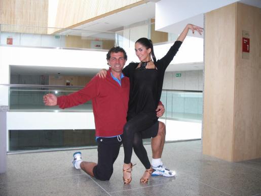 Miquel Àngel Nadal en Mira quien baila, con Rocío, su pareja de baile.