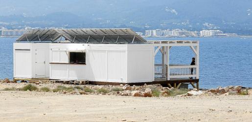 El quiosco, «100% ecológico», cuenta con placas solares y depósitos de agua.
