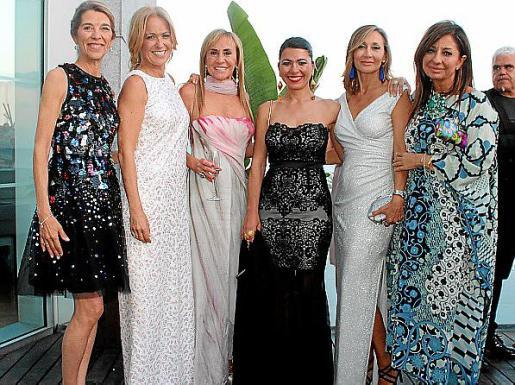 Elizabeth Homberg, Patricia Moliné, Ángela Seguí, Carmen Coll, Mireya Becerra y Marisol Carrasco.