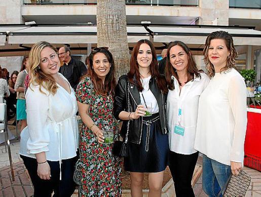 Vanessa Sastre, Neus Puigdellivol, Neus Bouzas, Ketty Gilet y Susana Murguía.