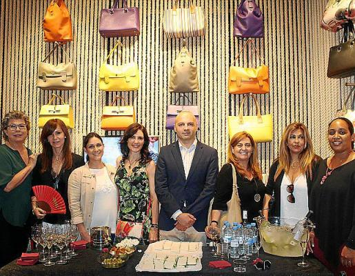 Pepa Juan, Isabel Gallego, Adela Cerón, Adela Siles, Toni Bestard, Cristina Mora, Cati Pujadas y Nerelis Sánchez.