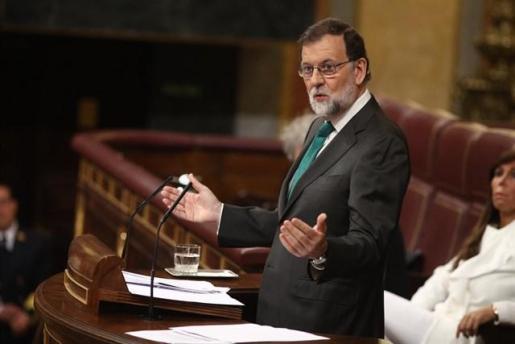 """Rajoy ironiza con que Sánchez mantenga los PGE del PP y que Podemos se los tenga que """"comer con patatas""""."""
