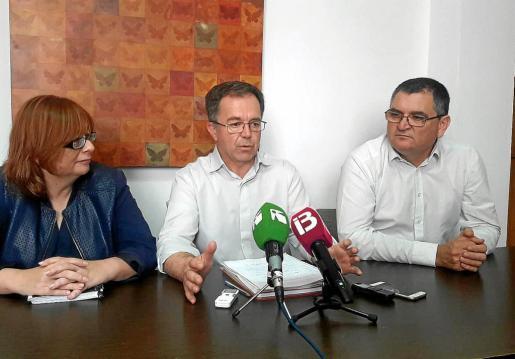 Paquita Ribas, Josep Marí Ribas y Ángel Luis Guerrero comparecieron ayer ante los medios de comunicación.