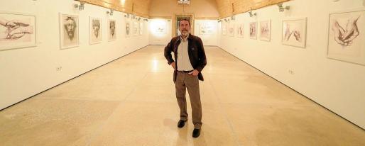El artista Joanjo Castejón, en la sala Es Polvorí de Dalt Vila.