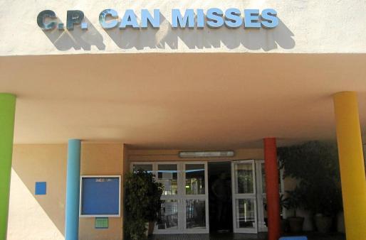 Entrada principal del colegio de Can Misses.