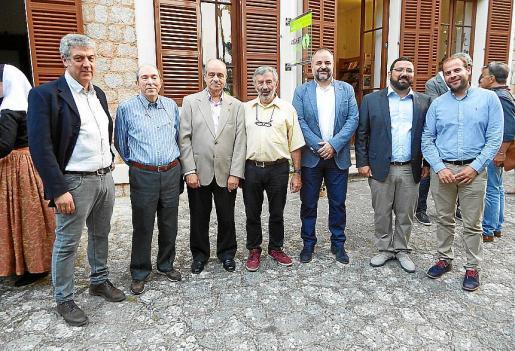Antoni Sacarés, Maximino Forés, Bartolomé Oliver, Joan Arbona, Jordi Llabrés, Guillem Mateu y Miquel Mir.