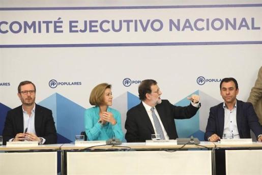 Rajoy acusa a Sánchez de buscar desde 2016 este gobierno Frankenstein y a Rivera de haberle aupado.