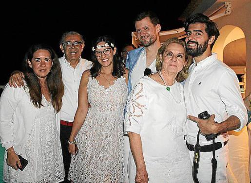 Lourdes Samaniego, Daniel Samaniego, Ale Samaniego, Julio Escolán, Lourdes Vaesken y Diego Samaniego.