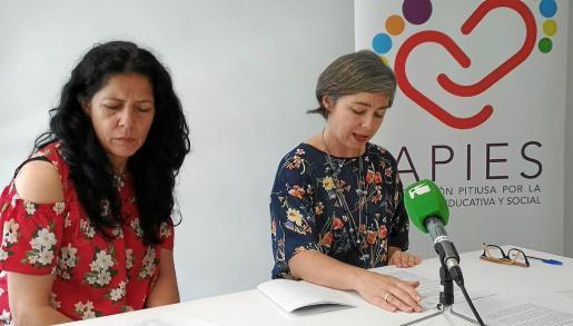 La presidenta de Apies, Lola Penín (a la izquierda) junto a la vicepresidente de la asociación, Irene Ripoll.