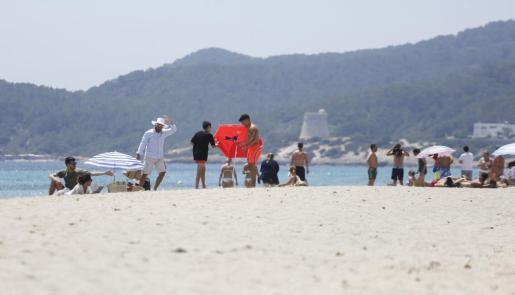 Las playas de Vila y Sant Josep deberían contar con el servicio de hamaca desde mayo.