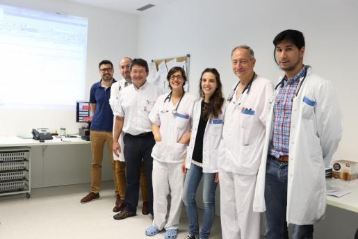 Equipo de profesionales del Servicio de Pediatría de Can Misses. El nuevo neuropediatra Juan Lastra, el primero por la derecha de la imagen.