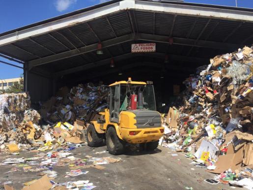 Planta provisional de transferencia de residuos ubicada en la zona de Cas Dominguets de Vila