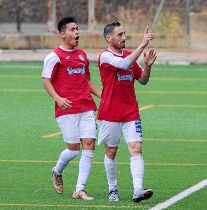 Ramiro, a la derecha, celebra su gol en el partido de ida ante el Andratx.