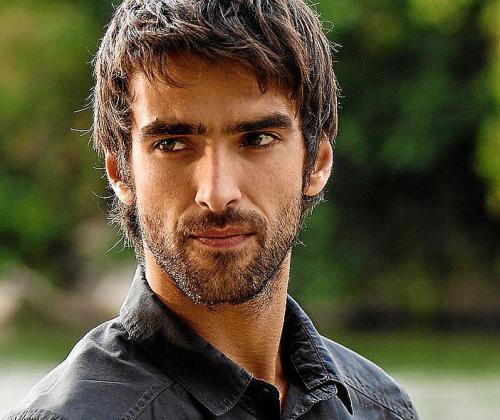 Aitor Luna es el protagonista de la nueva serie de Telecinco.